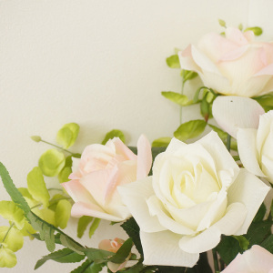 绽放白玫瑰背景