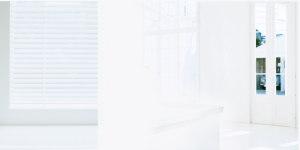 白色唯美室内婚纱海报背景模板